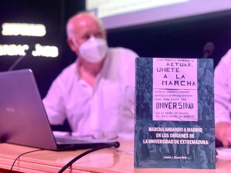 Presentado un libro que recoge un momento histórico en la creación de la Universidad de Extremadura