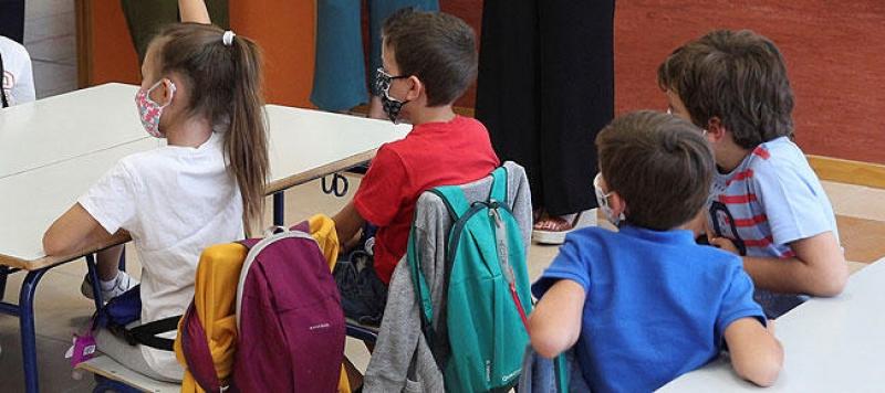 Educación instala 500 vallas en los centros educativos públicos y concertados de Badajoz y de las pedanías