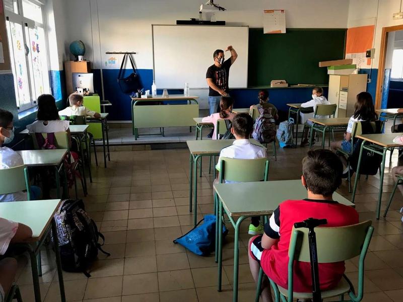 Vélez denuncia que el comienzo del curso escolar está siendo un auténtico desconcierto en los Colegios e Institutos