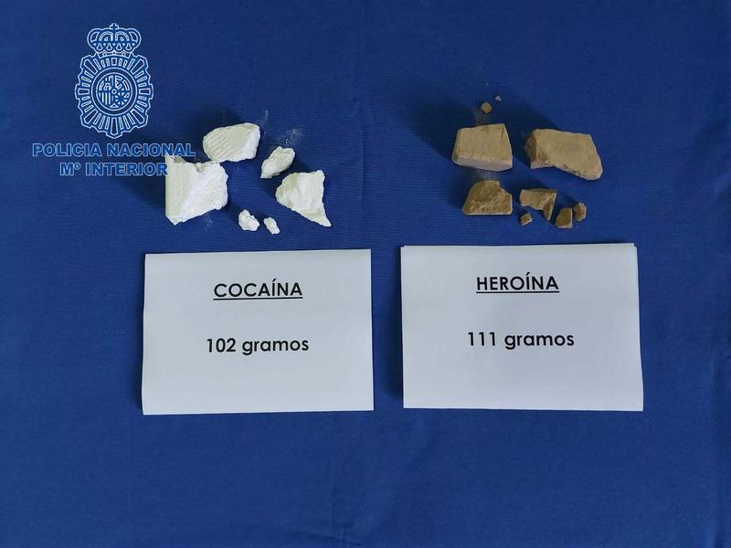 La Policía Nacional detiene a dos personas que portaban cocaína y heroína entre sus pertenencias