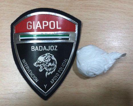 La Policía Local de Badajoz detiene a un individuo que escondía entre su ropa un total de 10 gramos de cocaína