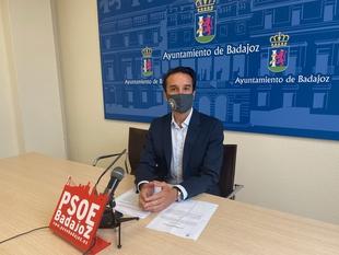 Cabezas afirma que Fragoso oculta que cambia el día del pleno en Badajoz para ir a los plenos del Senado