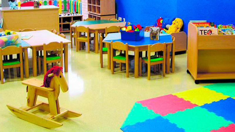 Cierran un aula de la Escuela Infantil Los Diminutos y una clase del IES Zurbarán