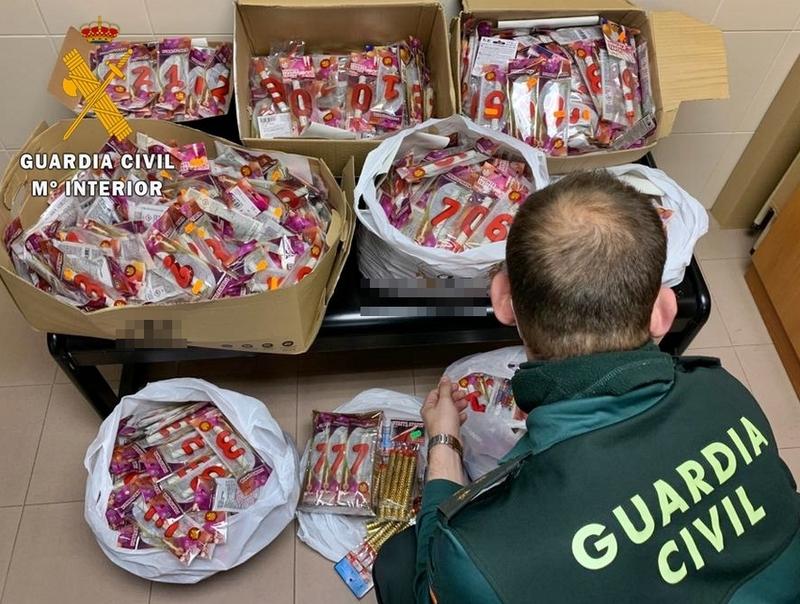 Retiran más de 1.900 artículos pirotécnicos que se exponían para su venta ilegal en establecimientos comerciales de municipios pacenses