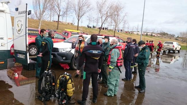 Tres fallecidos tras volcar una barca en Badajoz