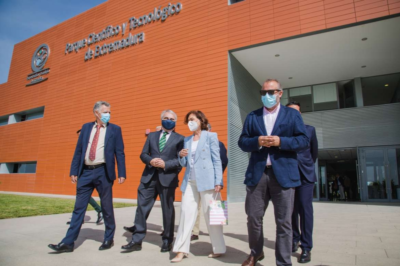 Carmen Calvo visita en Badajoz las instalaciones del Parque Científico y Tecnológico