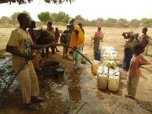 Reto solidario que transformará tus pasos en agua potable para más de 368.000 refugiados en África