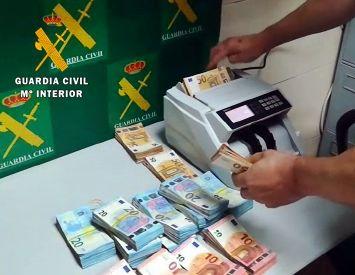 La Guardia Civil interviene 110.000 euros sin declarar