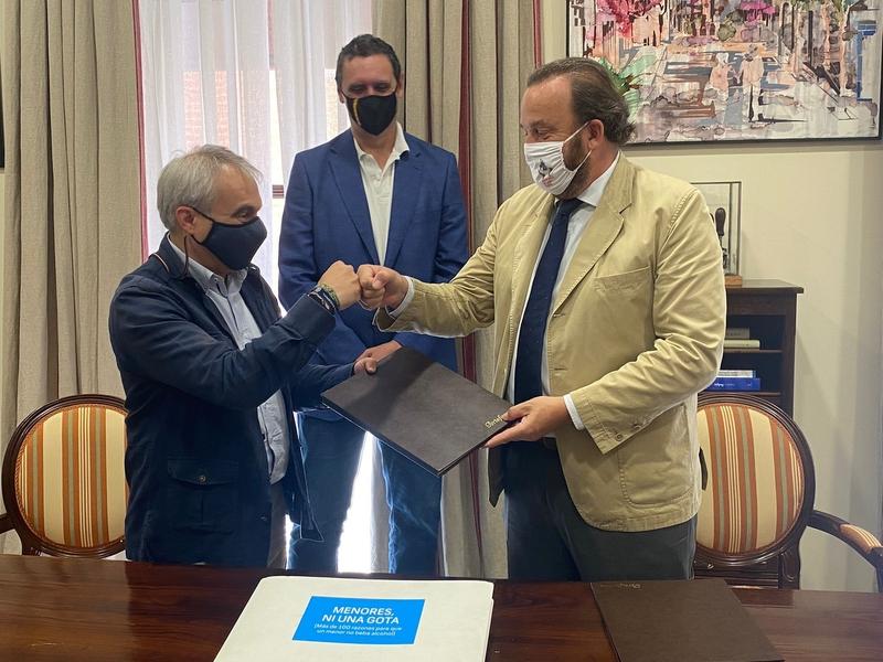 El Ayuntamiento y Espirituosos España renuevan su colaboración para prevenir el consumo de alcohol en menores
