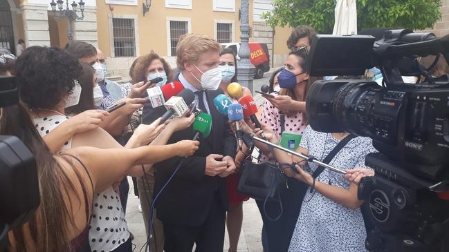Fragoso dimite como alcalde de Badajoz según lo acordado con Cs en las últimas elecciones