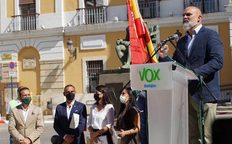 VOX propone reducir a treinta y cinco escaños el número de diputados en la Asamblea de Extremadura