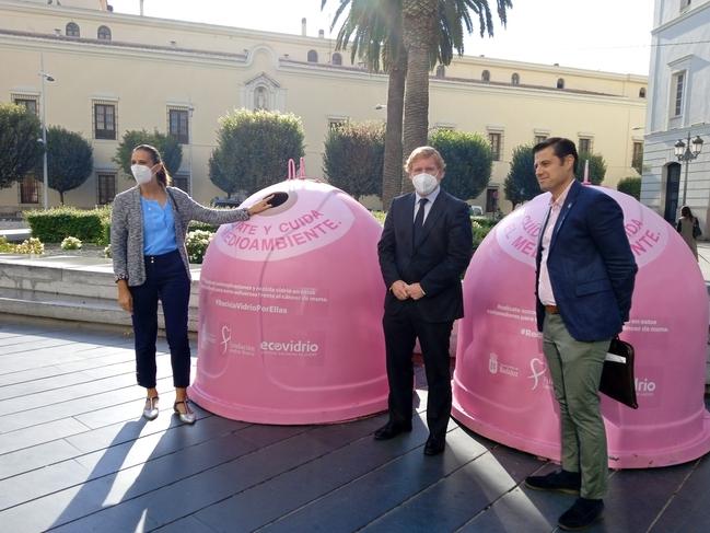 Cuatro nuevos contenedores rosas recaudan fondos para la lucha contra el cáncer de mama